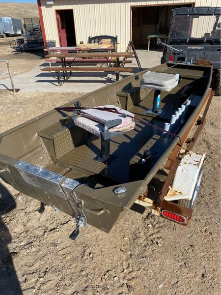 12' Alumacraft Solid boat