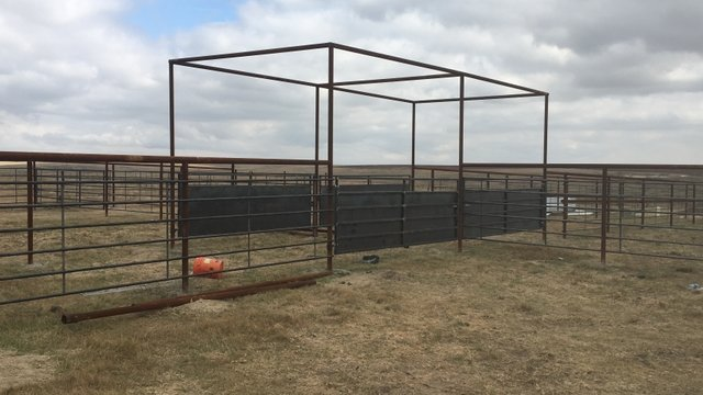 Continuous fence and installation